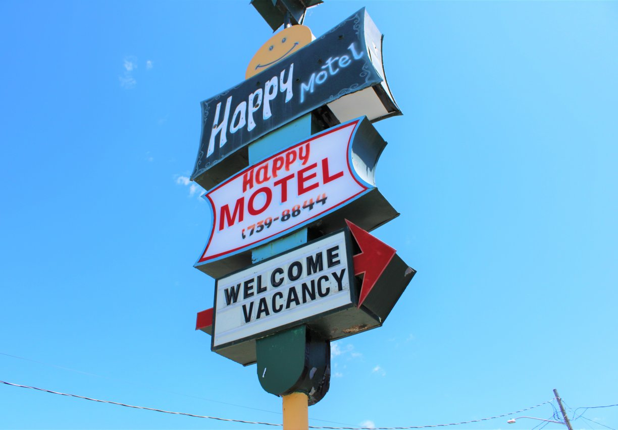 Happy Motel